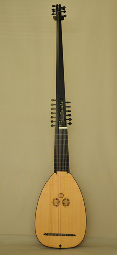 Front peg view of C45 Magno dieffopruchar Archlute, Multi-rib back - Grant Tomlinson Lutemaker